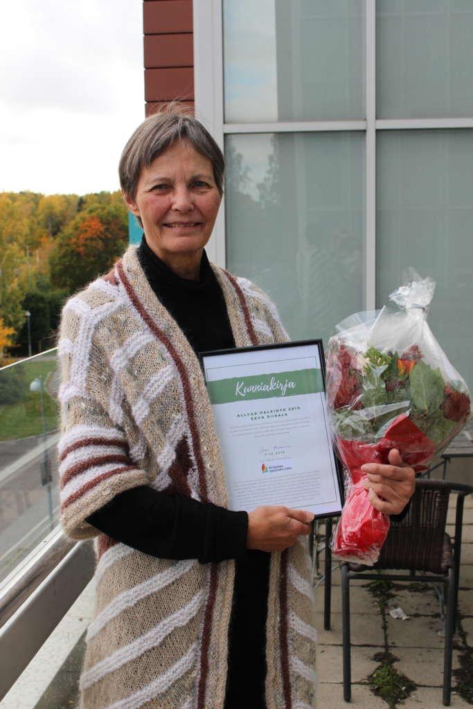 Vuoden 2019 ALLVAR-palkinnon saaja Eeva Siirala, palkinto, kukat