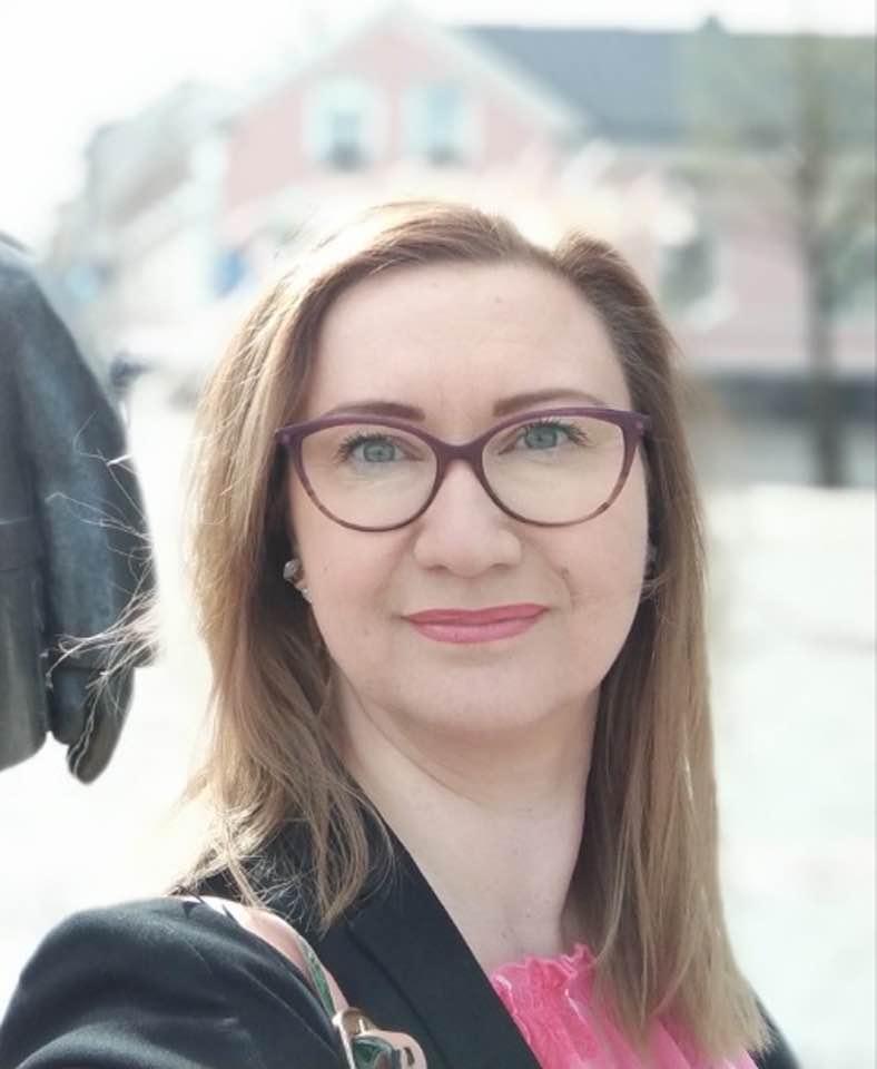 Kuvassa on blogin kirjoittaja Tanja Airaksinen